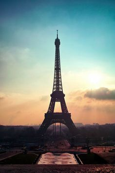 Eiffel Tower - By: (Shin Jongkyu)