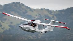 Any pilot will tell you that there's nothing in the world like the sensation of flying. That usually goes unmentioned are the months of unglamorous training, the procedures, the checklists, the weather forecasts, and all the other nitty gritty stuff that goes into every single flight. Icon has set out to change all that, not only with this new amphibious personal aircraft, but also the new training program that goes with it.
