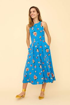 The Alyssa Summer Blooms Midi Dress featuring a bold floral print gives a summery feminine edge and the narrow waistband and keyhole back create flattering details that are bound to impress. Sophisticated Dress, Elegant, Sweet Dress, Dressage, Dress Me Up, Occasion Dresses, Pleated Skirt, Frocks, Fit And Flare