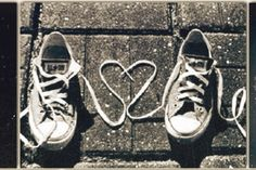 ♥Cute photo idea with baby converse in the center of the heart. Converse Noir, Converse Shoes, All You Need Is Love, My Love, Photo D Art, Chuck Taylor Sneakers, True Love, Vogue, Valentines