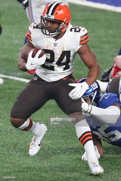 Best Football Players, Nfl Football, American Football, Football Helmets, Cleveland Browns History, Nfl Cleveland Browns, Metlife Stadium, Brown Babies, Sports Images