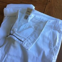 White dress pants New never worn 31.5 inseam unrolled great for any summer wardrobe G.H Bass  Pants