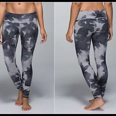Lululemon Wunder Under Pant Denim Floral Platoon Great condition! I got these as one of my first lulu purchases and was unsure of sizing. They have always been a bit too big for me. Time to give them up! lululemon athletica Pants Leggings