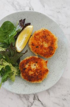 How to make an Easy Fish Cakes Recipe. This recipe is the perfect way to use up any leftover fish you may have. Both regular and Thermomix instructions included. Easy Fish Cakes, Fish Cakes Recipe, Fish Recipes, Seafood Recipes, Cake Recipes, Cooking Recipes, Vegan Recipes, Leftover Fish Recipe, Woolworths Food