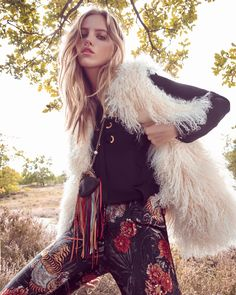 Rising star Folke Matthes heads to the outdoors for the October 2017 issue of Grazia Germany. In front of the lens of Andreas Ortner, the blonde poses in layered, autumn styles for the editorial called, 'New Folk'. Fashion editor Nino Cerone selects bohemian fashion including plaid shirting, floral print maxi dresses and shearling pieces.