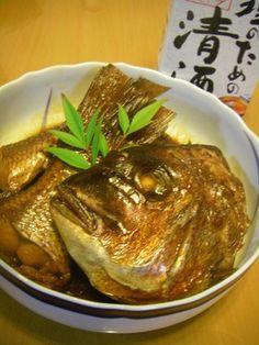 板さん仕込✿鯛のアラ炊き  お寿司屋さんの板さんに教えてもらった作り方です♬この作り方だと、身はしっとりふわぁっ。生姜なしでも、臭みはまったくありません!アラ炊きが嫌いな方・・お試しを~~(*^▽^*)  ©cookpad