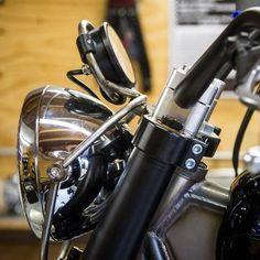 Speedometer and lamp Sportster Motorcycle, Motorcycle Headlight, Retro Motorcycle, Scrambler Motorcycle, Motorcycle Design, Suzuki Cafe Racer, Cafe Racer Bikes, Custom Motorcycles, Custom Bikes