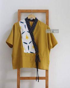 Batik Kebaya, Kebaya Dress, Blouse Batik, Batik Dress, Amarillis, Batik Fashion, Kimono Design, Fancy Tops, Designs For Dresses