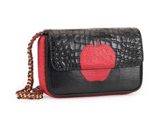 N°B1767  Hand cut apple in red lizard onto black crocodile and black lizard. Red lizard on the sides and bottom. Black lizard on the back. Hand embroideries by Maison Ravn onto 18th-century Italian red silk. Black leather inside lining.                  Taille: 21x12x6/7cm