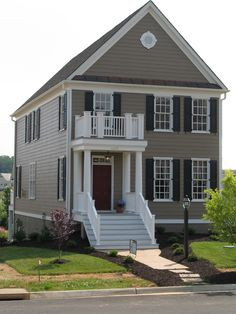 Super Exterior Paint Colora For House With Porch Fixer Upper Ideas Beige House Exterior, House Paint Exterior, Exterior House Colors, Exterior Design, Exterior Siding, Green Shutters, House Shutters, House Siding, Best Exterior Paint