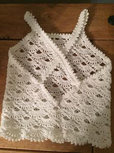 """This post was discovere Débardeurs Au Crochet, Pull Crochet, Crochet Girls, Crochet Woman, Crochet For Kids, Crochet Stitches, Crochet Summer Tops, Crochet Crop Top, Crochet Cardigan"