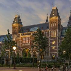 Het Rijksmuseum presenteert zich in het weekend van 30 en 31 augustus met ruim 60 culturele instellingen op de Uitmarkt 2014 op het museumplein (BankGiro Loterij Museumgalerij). Hier worden nieuwe activiteiten voor 2014-2015 geïntroduceerd.
