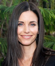 From Friends star to Cougar Town lead, here's a look at Courteney Cox's beauty through the years 90s Hairstyles, Straight Hairstyles, Courtney Cox Hair, Blue Eyes Pop, Brenda, Woman Movie, Pretty Females, Cindy Crawford, Ex Girlfriends