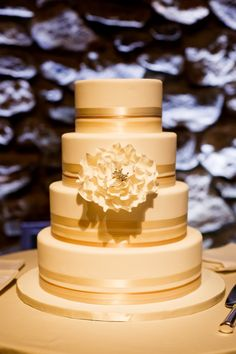 Photography: Brian Dorsey Studios - www.briandorseystudios.com/ Event Planning: Lily Fink Harrington - www.harringtonandluscia.com/ Cake: A White Cake - awhitecake.com   Read More on SMP: http://www.stylemepretty.com/2016/01/14/modern-barn-wedding-with-chic-egg-invites/