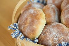 Bakglädje: Rågbullar Our Daily Bread, Pain, Hamburger, Vegan, Breakfast, Desserts, Pastries, God, Morning Coffee