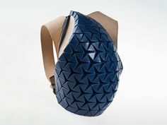 Imagine the perfect backpack. Think of its shape, volume, the type of strap, and how you'll wear it. Now go get it! That's the idea behind the Phoresy Pack. Each individual one is unique, created by the user himself through a simple online interface wrapped around a generative design platform. Apart from offering control over some purely aesthetic parameter, the software lets the customer choose backpack's shape, volume, strapping type and the overall positioning to the Pack on the body…