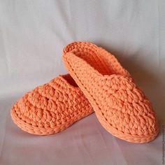 crochet slippers-I like these Crochet Slipper Boots, Crochet Slipper Pattern, Crochet Baby Sandals, Knit Shoes, Baby Girl Crochet, Knitted Slippers, Crochet Patterns, Crochet Flip Flops, Cotton Cord