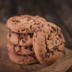 These SIBO-friendly chocolate chip cookies are gluten free, vegetarian and extremely easy to make. Cookie Recipes, Cacao Recipes, Cacao Chocolate, Fodmap Recipes, Diet Recipes, Recipe Link, Coconut Flour, Almond Flour, Cookies