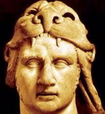 Mitrídates I el Grande rey del Ponto, fundador del reino del Ponto de Anatolia, del 302 al 266 a. C. Enemigo de Roma y de los Seleúcidas. Tomaba mezclas de antídotos siendo el primero en realizar dicha práctica logrando el antídoto universal, el mitrídatum. W.A.Mozart compuso una ópera en su honor. Su busto se conserva en el Louvre.