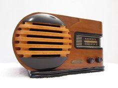 Vintage 1930s TRAV-LER Art Deco Radio. Mid Century Streamline. http://www.hydroponicsonline.com/store/VINTAGE-1930s-OLD-TRAV-LER-ART-DECO-MID-CENTURY-STREAMLINE--BULLET--TUBE-RADIO_140753942282.html