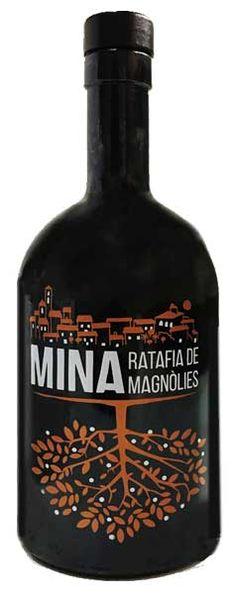 Ratafía elaborada con pétalos de magnolias, a partir de una antigua receta Magnolias, Vodka Bottle, Liqueurs, Ale, Beverages, Spanish Wine, Wine, Antigua, Recipes