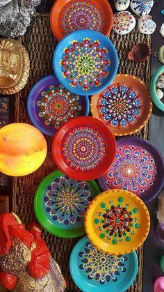 Diy Crafts - -Decorative Ceramic Mandala Plates by Mercadolibre ceramicpainting Decorative Ceramic Mandala Plates by Mercadolibre Home Crafts, Diy And Crafts, Arts And Crafts, Kids Crafts, Paper Crafts, Yard Art Crafts, India Crafts, Dot Art Painting, Mandala Painting