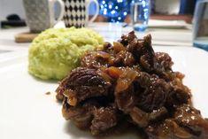 Hachee maken; heerlijk hachee recept voor slowcooker, 8 uur op stand low Slow Cooker Recipes, Cooking Recipes, Multicooker, Slow Food, Paleo, Beef, Dinner, Limousine, Beef Bourguignon