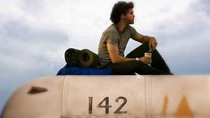– Into the Wild (Sean Penn, young man decides to abandon the traditional choices of his life, leaving everything behind and starting a journey through nature. Sean Penn, 3 Movie, Movie List, Christopher Mccandless, Good Books, Books To Read, Big Books, Travel Movies, Travel Books
