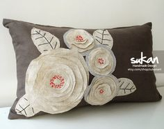 Sukan / Design Raw Flowers Dirty Brown Linen Pillow por sukanart, $55.95