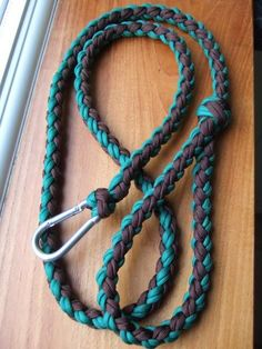 Paracord Dog Leash   - 46 Paracord Project DIY Tutorials - Big DIY IDeas - http://www.bigdiyideas.com/