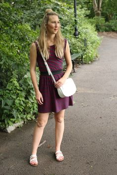 Outfit Ideas for Moms | striped cotton dress, white sandals, cross body bag for a cute casual street style look |  See more outfits from A Modern Mom Blog here : http://www.amodernmomblog.com/2016/09/central-park/