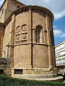 PILASTRA: Pilar adosado a un muro. Imagen:Contrafuerte de pilastra estriada con capitel (San Juan de Rabanera en Soria)