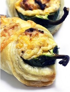Jalapeno Poppers in a Blanket - jalapenos - 8 oz. light cream cheese - finely shredded Sharp cheddar or Monterrey jack cheese - 4 cloves of roasted garlic - bacon - puff pastry sheets Finger Food Appetizers, Yummy Appetizers, Appetizer Recipes, Snack Recipes, Cooking Recipes, Snacks, Healthy Recipes, I Love Food, Good Food