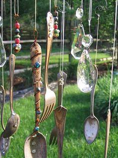 silverware chime Garden Crafts, Garden Art, Silverware Art, Cutlery, Diy And Crafts, Arts And Crafts, Cork Crafts, Diy Wind Chimes, Home Decor Ideas
