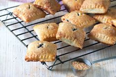 Taštičky do ruky Muffin, Menu, Breakfast, Food, Menu Board Design, Morning Coffee, Essen, Muffins, Meals
