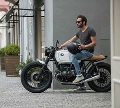 """500 Likes, 4 Comments - CafeRacers Culture (@caferacersculture) on Instagram: """"By @banditgarageportugal - Sometimes we like to keep it simple! #BMW R80 by Bandit Garage .…"""""""
