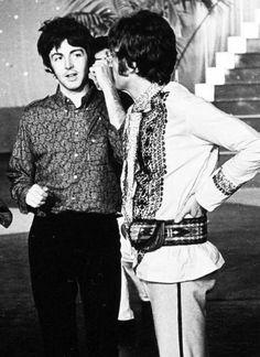 Beatles - Paul and John Beatles One, John Lennon Beatles, Beatles Photos, Great Bands, Cool Bands, Lennon And Mccartney, Paul Mccartney Beatles, Linda Mccartney, The Ed Sullivan Show