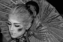 ...Non è per una geisha desiderare. Non è per una geisha provare sentimenti. La geisha è un'artista del mondo, che fluttua, danza, canta, vi intrattiene. Tutto quello che volete. Il resto è ombra. Il resto è segreto.