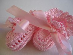 Booties*crocheted Pink Ruffles set. Made with pink color crochet thread, size 10. Accented with pink color ribbons