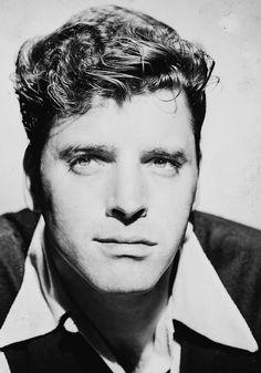 Burt Lancaster, 1940s. Via http://hollywoodlady.tumblr.com/