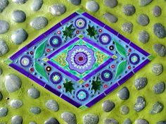 http://www.roadsidescholar.com/2007/07/22/clare-dohnas-spectacular-mosaic-garden-art/ clare_dohna_6