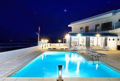 piscina esterna  ristorante hotel la battigia con vista sul golfo di Castellammare del Golfo