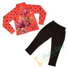Süßes Set für Mädchen bestehend aus einem Sweatshirt mit langen Ärmeln und einem schönen Blumendruck und eine elastischen Leggings. Das Sweatshirt hat einen Reißverschluss über die gesamte Länge bis zum hohen Kragen und ist zusätzlich mit Pünktchen und Herzen verziert. Das Set besteht aus hochwertigem Baumwollgewebe und kann in allen kühlen Tagen getragen werden.
