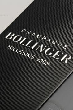 BOLLINGER JAMES BOND 007 SPECTRE 2009 - CHAMPAGNE : L'assemblage de cette cuvée est composée de 68% de Pinot Noir et de 32% de Chardonnay. Grand champagne de caractère, le Bollinger Spectre Limited Edition possède une élégance qui rappelle évidemment celle du célèbre agent secret. #Bollinger #Champagne #VinMillesima (© Photo : Millésima)