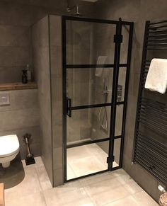 Douchedeuren op maat - Rebel Without Applause Bathroom Design Luxury, Bathroom Layout, Modern Bathroom Design, Small Bathroom, Bad Inspiration, Bathroom Inspiration, Toilet Design, Bathroom Toilets, Dream Bathrooms