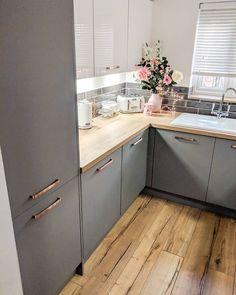 𝕃𝕀𝕋𝕋𝕃𝔼 𝔾ℝ𝔼𝕐 𝕂𝕀𝕋ℂℍ𝔼ℕ - Design della cucina Modern Kitchen Cabinets, Kitchen Cabinet Design, Interior Design Kitchen, Modern Interior, Home Decor Kitchen, Rustic Kitchen, New Kitchen, Kitchen Grey, Little Kitchen