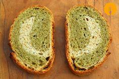 Pan casero de albahaca fácil y sencillo para hacer en casa http://www.cocina-casera.com/2014/06/pan-casero-albahaca-receta-facil.html Vía: @cocinacasera1