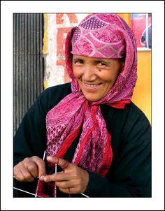 Knitting woman from Hemis - Hemis, Jammu and Kashmir