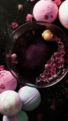 How to make Homemade Bath Bombs (ajouter huile essentielle et huile d'amande ou de jojoba, v. YouTube)