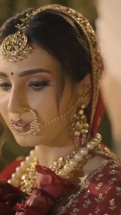 Indian Bridal Photos, Indian Bridal Makeup, Indian Bridal Outfits, Pakistani Bridal Wear, Bridal Lehenga, Wedding Dance Video, Indian Wedding Video, Bride Photography, Indian Wedding Photography